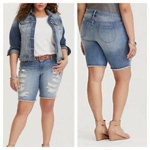 Torrid Distressed Boyfriend Bermuda Shorts Size 28
